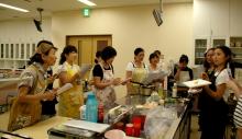 奈良の英会話スクールでレッスンや子供の英語教室なら HAYA English Academy (ハヤ イングリッシュ アカデミー)のブログ-まずは、英語でお料理のデモンストレーション♪