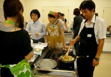 奈良の英会話スクールでレッスンや子供の英語教室なら HAYA English Academy (ハヤ イングリッシュ アカデミー)のブログ-料理しながら、楽しく英語で会話中!