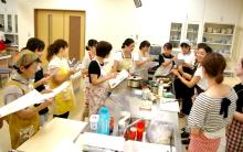 $奈良の英会話スクールでレッスンや子供の英語教室なら HAYA English Academy (ハヤ イングリッシュ アカデミー)のブログ-お料理の先生による、デモも終盤!