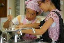 $奈良の英会話スクールでレッスンや子供の英語教室なら HAYA English Academy (ハヤ イングリッシュ アカデミー)のブログ-姉妹パワーで共同作業!