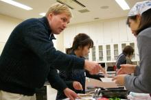 $奈良の英会話スクールでレッスンや子供の英語教室なら HAYA English Academy (ハヤ イングリッシュ アカデミー)のブログ-キム、めっちゃ真剣やん!