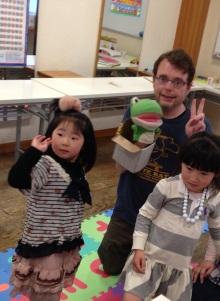 $奈良の英会話スクールでレッスンや子供の英語教室なら HAYA English Academy (ハヤ イングリッシュ アカデミー)のブログ-カエルパペット持ってる?