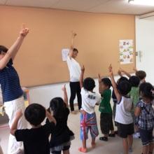 $王寺・柏原の英会話教室 レッスン 子供の英語教室なら HAYA English Academy (ハヤ イングリッシュ アカデミー)のブログ-Point your finger up!