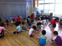 $王寺・柏原の英会話教室 レッスン 子供の英語教室なら HAYA English Academy (ハヤ イングリッシュ アカデミー)のブログ-5才 カードを並べる
