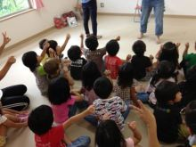 $王寺・柏原の英会話教室 レッスン 子供の英語教室なら HAYA English Academy (ハヤ イングリッシュ アカデミー)のブログ-右手がグーで左手がチョキで